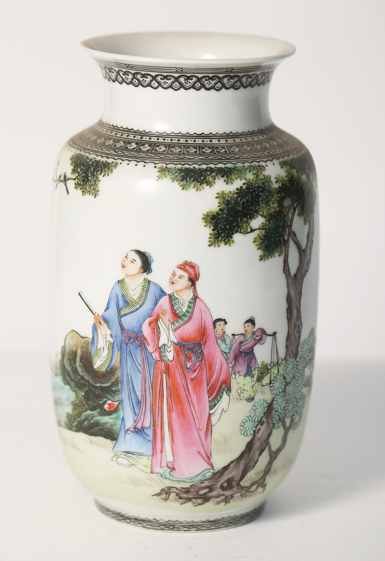 Igavel Auctions Chinese Porcelain Famille Rose Vase