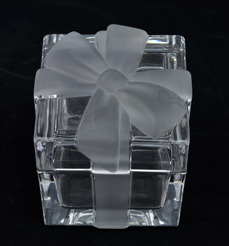 Igavel Auctions Tiffany Crystal Gift Box With Frosted