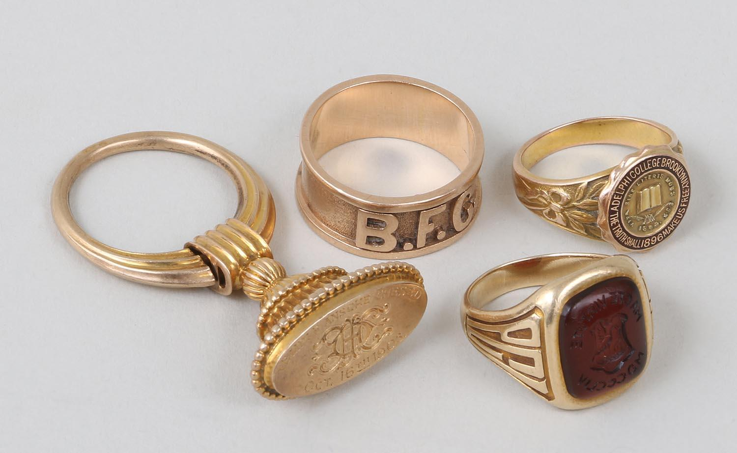 Group of (4) gold jewelry pieces. FR3SH.