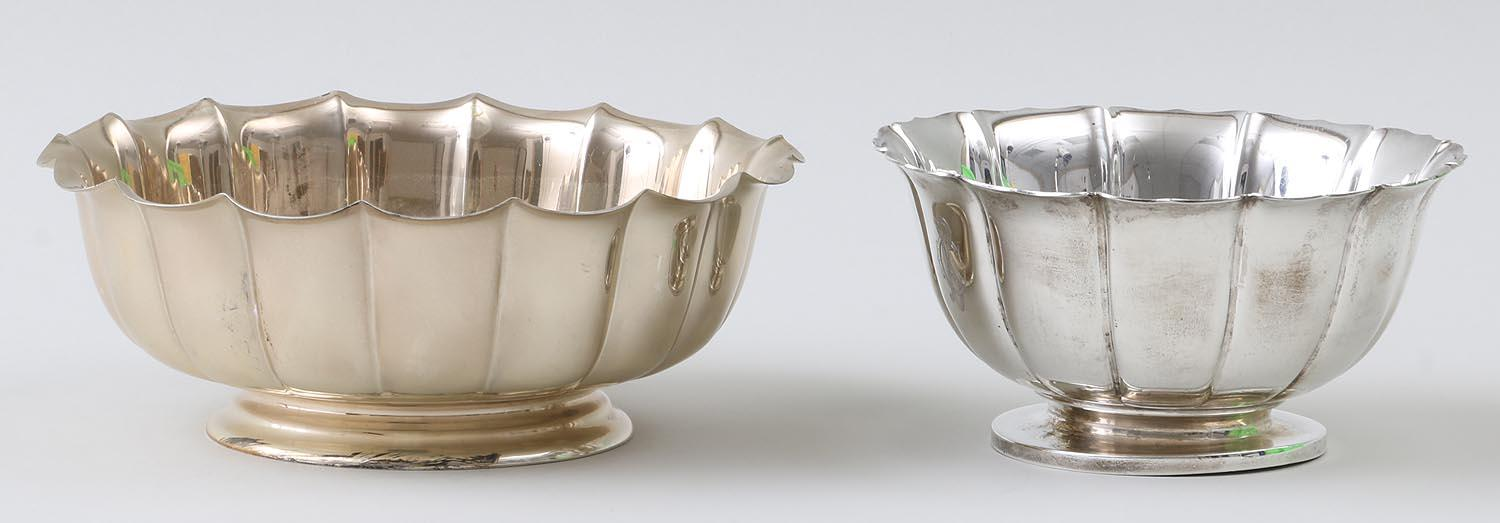Group of (2) sterling silver scalloped rim bowls. FR3SH.