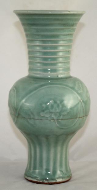 Igavel Auctions Chinese Molded Longquan Celadon Yenyen