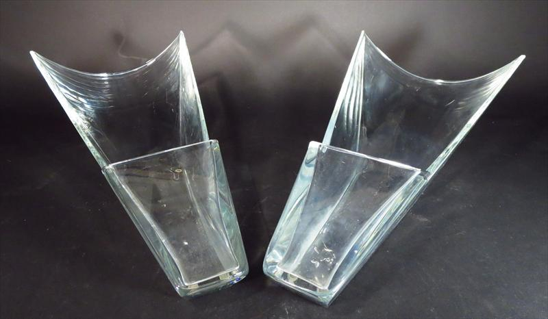 Igavel Auctions Pair Of Glass Baccarat Diva Vases 20th C L3bfe
