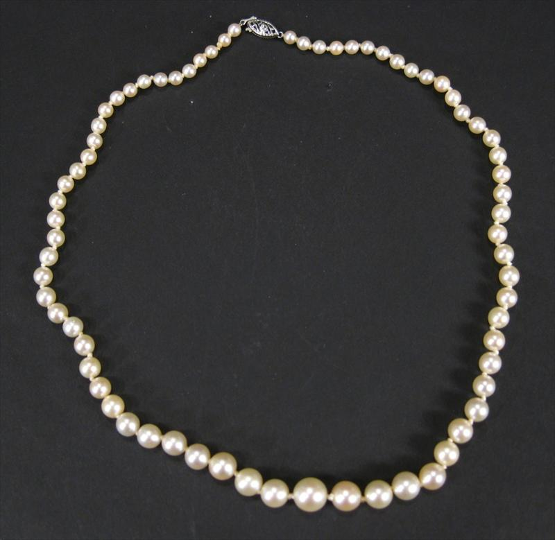 Single Strand Pearl Necklace: IGavel Auctions: Graduated Saltwater Single Strand
