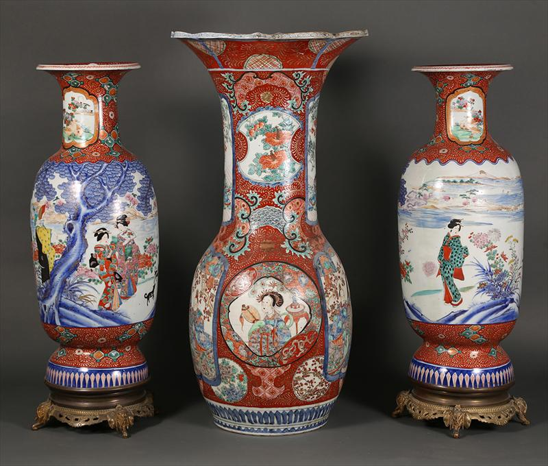 Igavel Auctions Pair Of Large Japanese Vases And Another Large